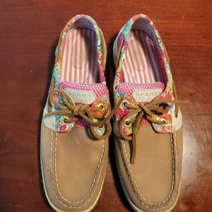 Sperry ladies boat shoes are size 7M